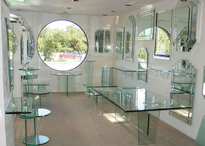 стеклянной стол