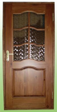 Как правильно ухаживать за деревянными дверями