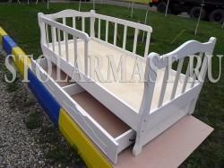 Детская кроватка с двусторонним ограждением