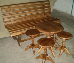 Садовая лавка и набор табуретов со столиком